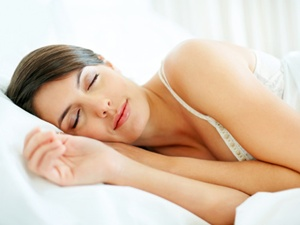 woman-sleeping-bed-lgn